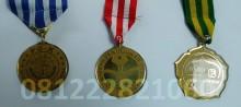 contoh medali wisuda sarjana