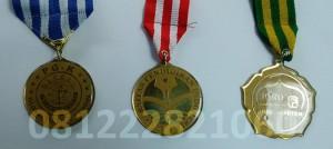 bikin medali wisuda upi