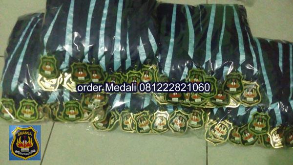 jual medali wisuda SMA di Tomohom